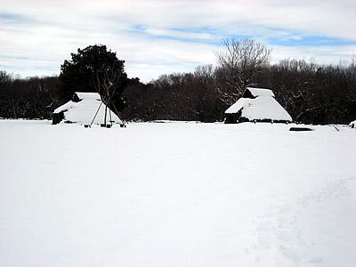 冬の竪穴住居