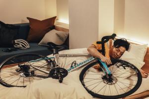 『愛車と添い寝』の画像